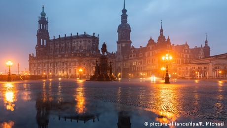 BdT Regenwetter in Dresden (picture-alliance/dpa/R. Michael)