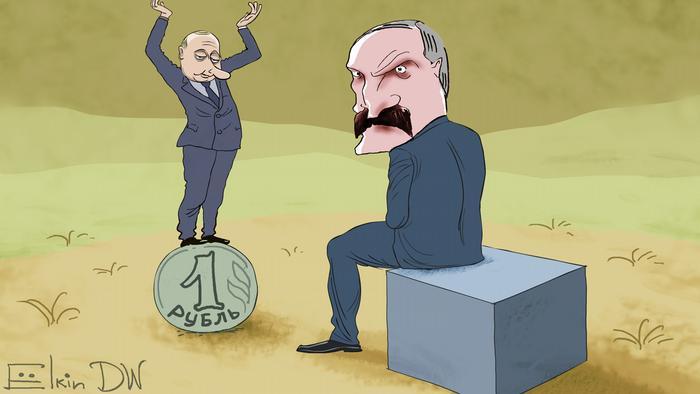 Путин стоит на монете в 1 рубль перед Лукашенко, который смотрит в другую сторону