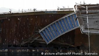 Griechenland Schiffswrack auf dem Schiffsfriedhof von Elefsina (picture-alliance/AP Photo/T. Stavrakis)