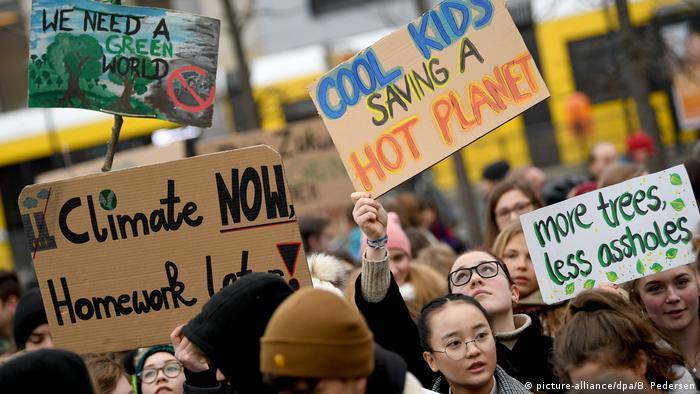 Deutschland Demonstration von Schülern für den Klimaschutz in Berlin