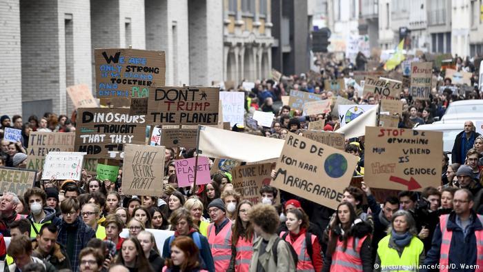 Belgien Demonstration von Studenten für den Klimaschutz in Antwerpen (picture-alliance/dpa/D. Waem)