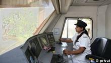 Salma Khatun, die erste weibliche Zugführerin in Bangladesch
