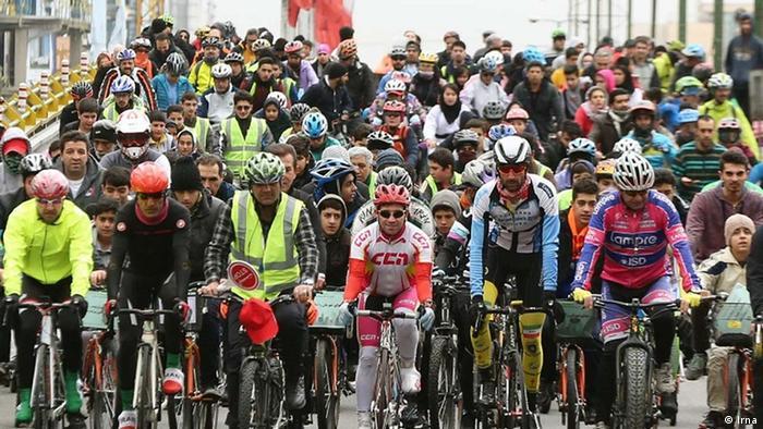 از سال ۱۳۹۴ تا کنون، شماری از شهرهای ایران صحنه دوچرخهسواریهای همگانی هستند. آلن پطروسیان، مسئول کمیته دوچرخهسواری همگانی ایران، مسئول و مبتکر چنین اقدامی است. این کمیته از جمله میکوشد دوچرخه به عنوان وسیله نقلیه دوستدار سلامت و محیط زیست، جایگزین خودرو شود.