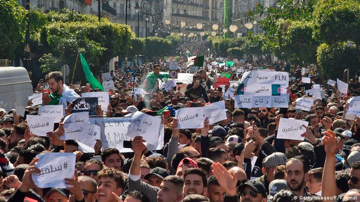 Algerien Demonstration (Getty Images/R. Kramdi)