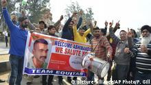 Indien Menschen feiern die Auslieferung des von Pakistan festgenommenen Pilots