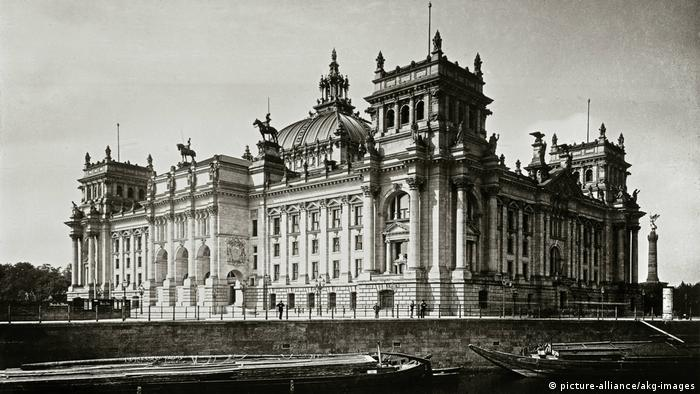 Reichstag (um 1900 ) (picture-alliance/akg-images)