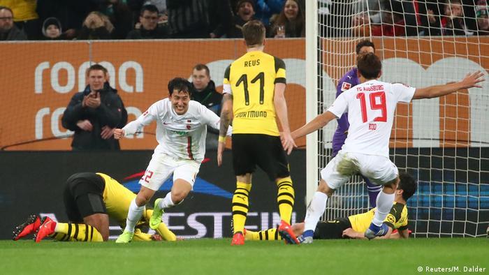 Bundesliga - FC Augsburg v Borussia Dortmund (Reuters/M. Dalder)