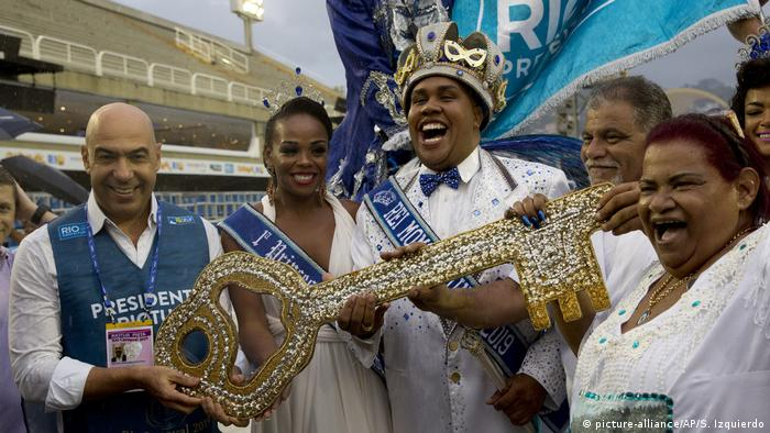 Carnival King Momo accepts the key to the city, kicking off Carnival 2019 in Rio de Janeiro, Brazil (picture alliance/AP/S. Izquierdo)