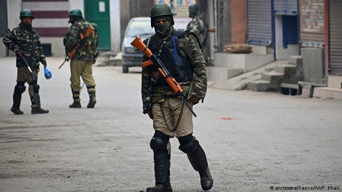 Indian troops in Srinagar (picture-alliance/AA/F. Khan)