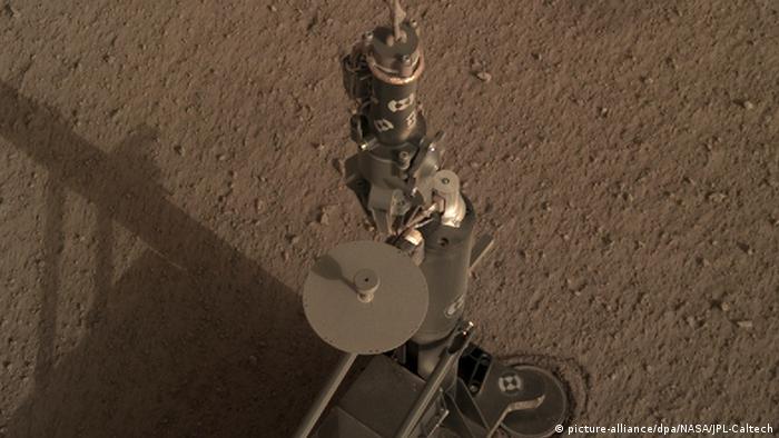Marsmaulwurf HP3 - Roboter-Maulwurf gräbt auf dem Mars