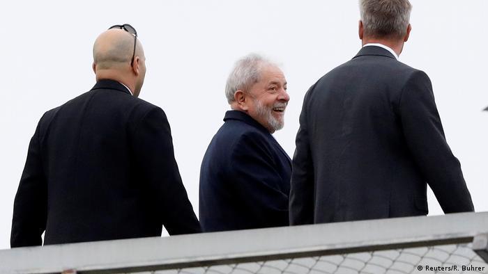 Brasilien Curitiba Ex-Präsident Lula verlässt Gefängnis für Beerdigung (Reuters/R. Buhrer)