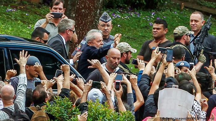 Ex-presidente Lula comparece ao velório do neto Arthur em São Bernardo do Campo