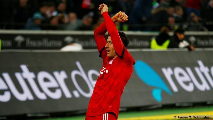 Bundesliga - Borussia Moenchengladbach gegen Bayern München Tor zum 1:3 (Reuters/T. Schmuelgen)