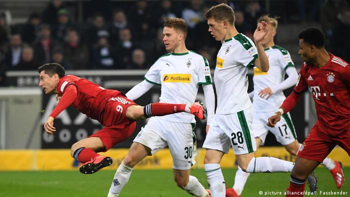 Bundesliga - Borussia Moenchengladbach gegen Bayern München Tor zum 1:3 (picture alliance/dpa/I. Fassbender)