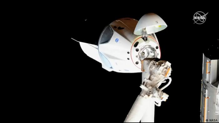 A Screenshot of SpaceX's Dragon capsule on its way to the International Space Station