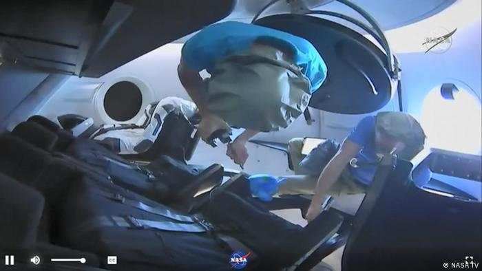 Screenshot - SpaceX Dragon beim Andocken mit der ISS (NASA TV)