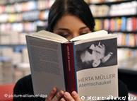 赫塔·米勒的小说《呼吸钟摆》成了书店的畅销书