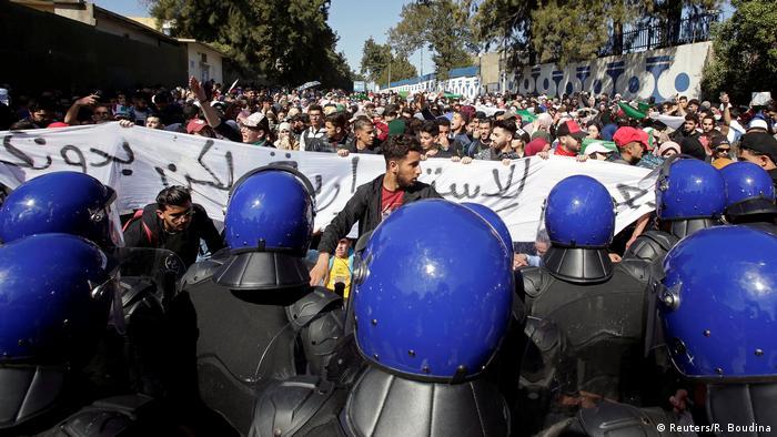 Algerien Proteste gegen Verlängerung der Amtszeit von Präsident Abdelaziz Bouteflika (Reuters/R. Boudina)