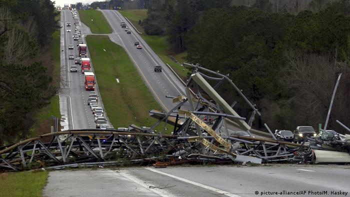 Tornado kills over 20 people in Alabama | News | DW | 04 03 2019