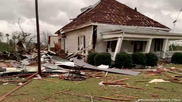 USA Tornado Alabama Sturm (Reuters/Social Media/S. Fillmer)