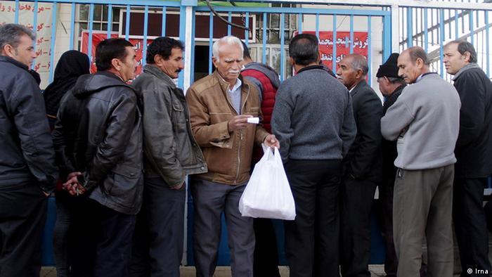 Schlange stehen fürs Fleisch in Iran