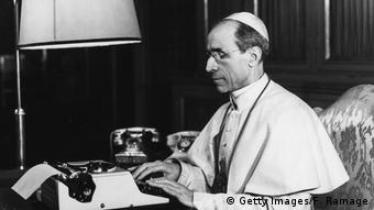 Papst Pius XII (Getty Images/F. Ramage)
