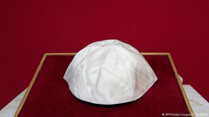 Französische Auktions-Kappe von Papst Pius XII