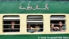 Passengers returning to India from Pakistan