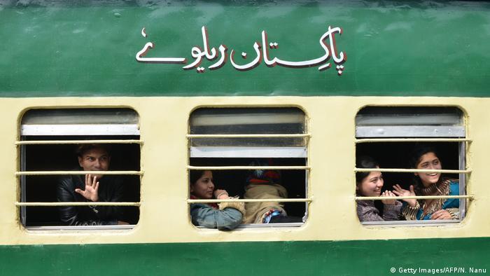 İstanbul-Tahran-İslamabad (ITI) demiryolu hattı projesi ile Türkiye, İran ve Pakistan arasındaki ulaşımın canlandırılması öngörülüyor.