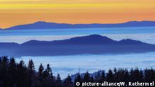 Abendstimmung und Blick ueber die Rheinebene auf die Vogesen von St. Peter im Schwarzwald. Foto: Rothermel | Verwendung weltweit
