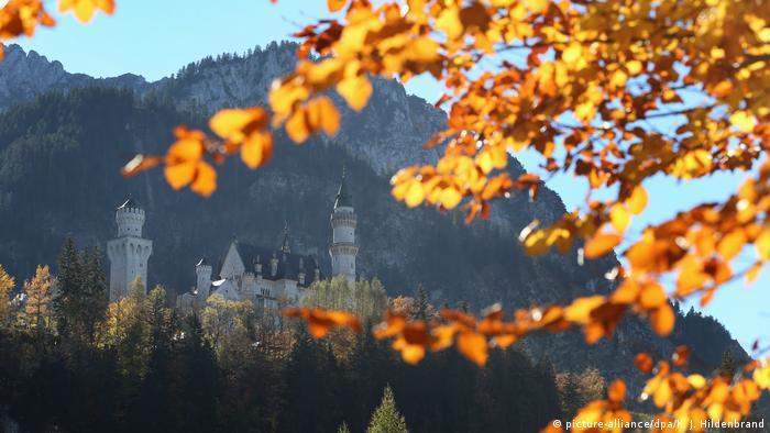 Reiseziel Deutschland Schloss Neuschwanstein (picture-alliance/dpa/K. J. Hildenbrand)