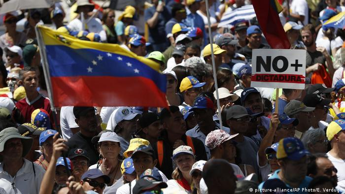Protest in Venezuela (picture-alliance/AP Photo/E. Verdugo)