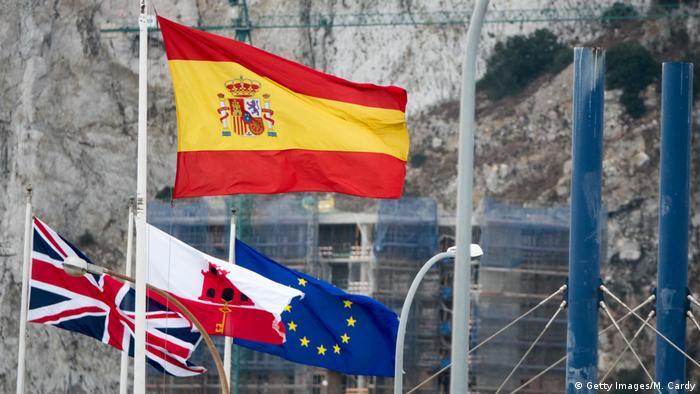 Flaggen: Spanien, England, Gibraltar und EU