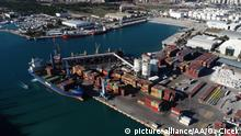 ANTALYA, TURKEY - DECEMBER 24: A drone photo shows an aerial view of Port Akdeniz, Antalya, in Antalya, Turkey on December 24, 2018. Port Akdeniz, Antalya is a multipurpose port which includes a cruise terminal, container terminal, bulk cargo, general cargo and a project cargo terminal. Covering a total area of 203,000 m2, Port Antalya is one of the largest ports in Turkey. The port can handle 5.0 million tons of dry bulk and general cargo and 500,000 TEU per year. The majority of its hinterland'Äôs market is accounted for by export products, with the main export product being marble due to its proximity to a number of major marble quarries Orhan Cicek / Anadolu Agency | Keine Weitergabe an Wiederverkäufer.