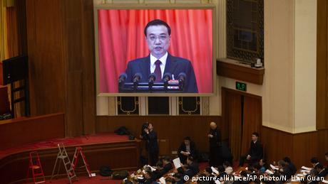 Η Κίνα μειώνει φόρους για να τονώσει την οικονομία