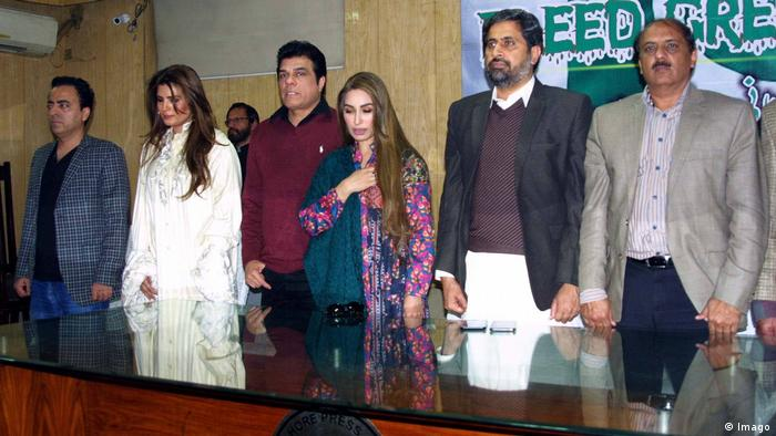 Fayyaz ul Hassan Chohan mit anderen in Pakistan Lahore Press Club (Imago)