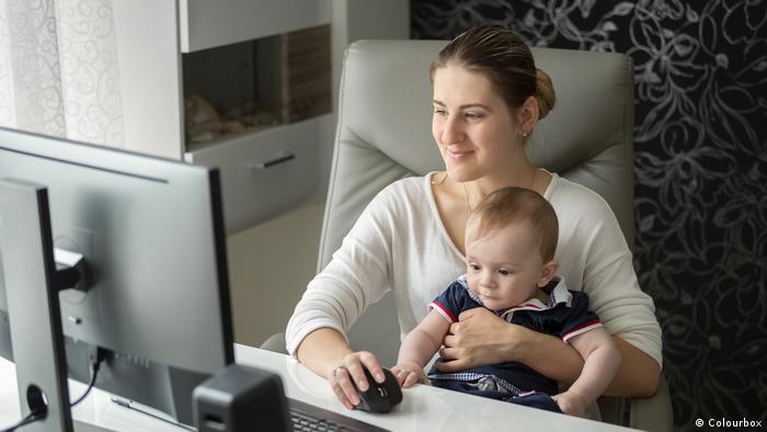 Mutter Home Office Kindererziehung Gesellschaft Beruf und Familie