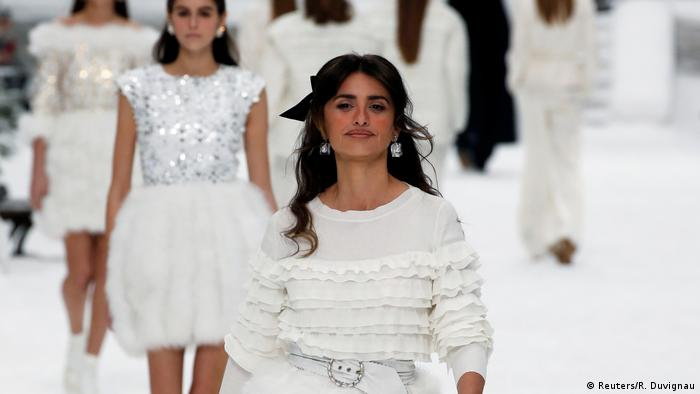 Chanel show at Paris Fashion Week (Reuters/R. Duvignau)