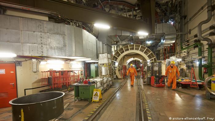 Workers dismantle the nuclear power plant Mülheim-Kärlich