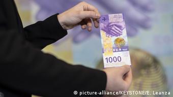 Η Ελβετία διατηρεί το χαρτονόμισμα των 1.000 φράγκων