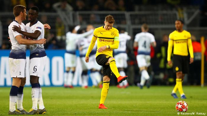 Marco Reus (center) cuts a frustrated figure after the defeat (Reuters/W. Rattay)