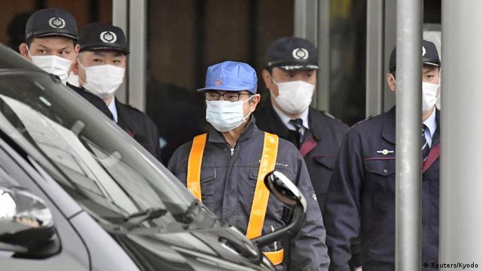 Carlos Ghosn (mitte) bei seiner ersten Freilassung im März