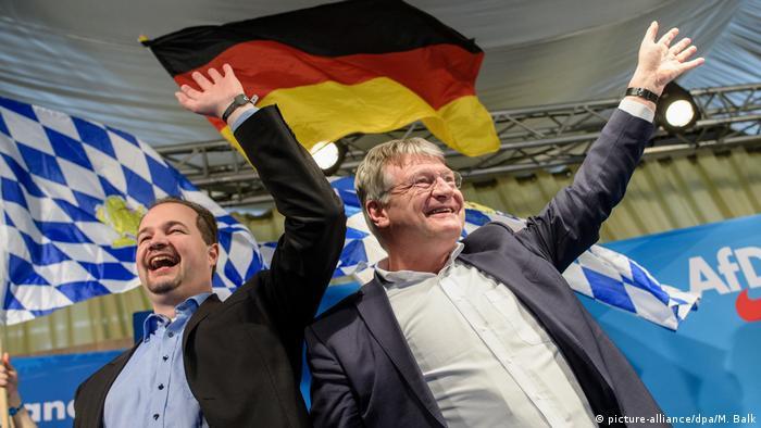 Líderes populistas de direita Martin Sichert (esq.) e Jörg Meuthen comemoram Quarta-Feira de Cinzas na Baviera