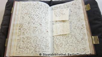 Ένα από τα θρυλικά σημειωματάρια του Χούμπολτ στην Κρατική Βιβλιοθήκη του Βερολίνου