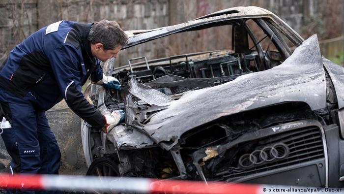 German police launch manhunt after brazen airport heist   News   DW