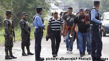 Honduras Migranten in Richtung USA | Überprüfung von Dokumenten