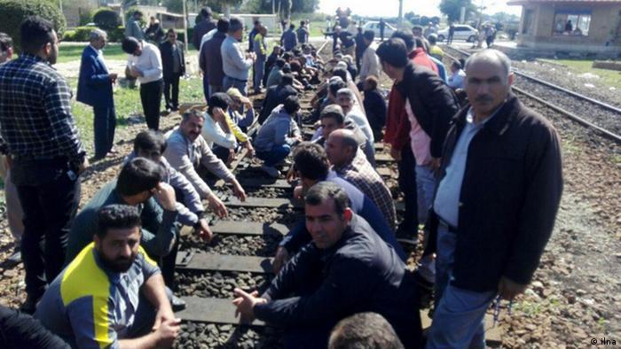Sitzstreik der Eisenbahnarbeiter in Iran (ilna)