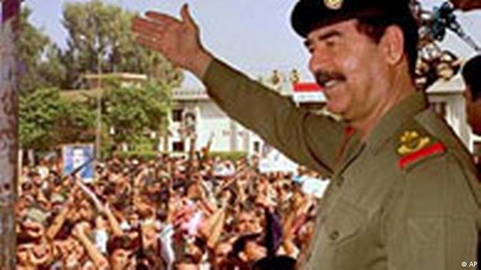 Saddam Hussein mit Thumbnail (AP)