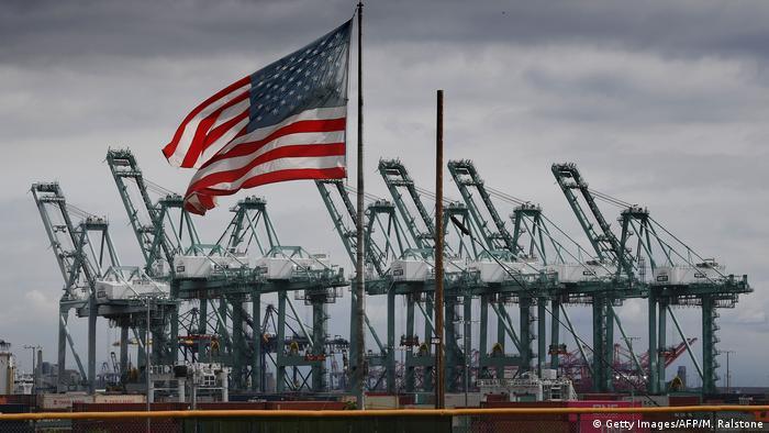 Дефіцит торгівлі США став рекордним за 10 років