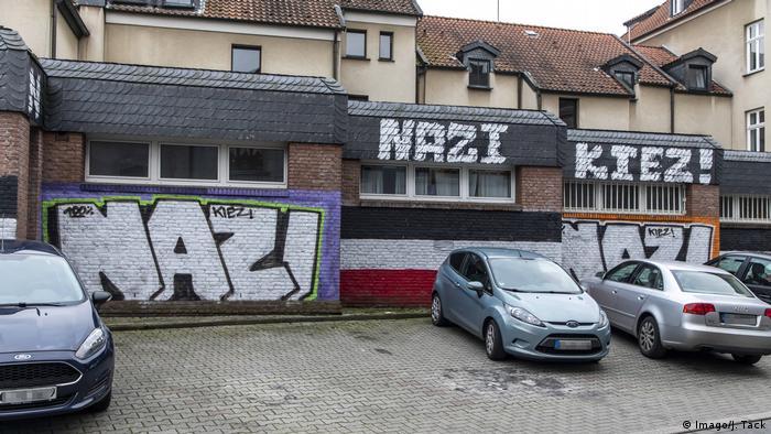 Graffitti readin 'Nazi' (Imago/J. Tack)